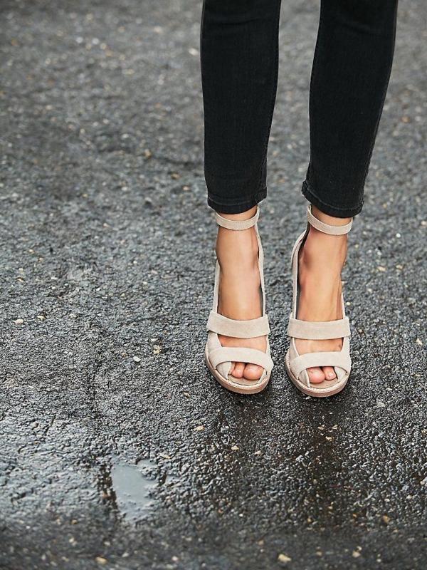 Chaussure compensée femme beige