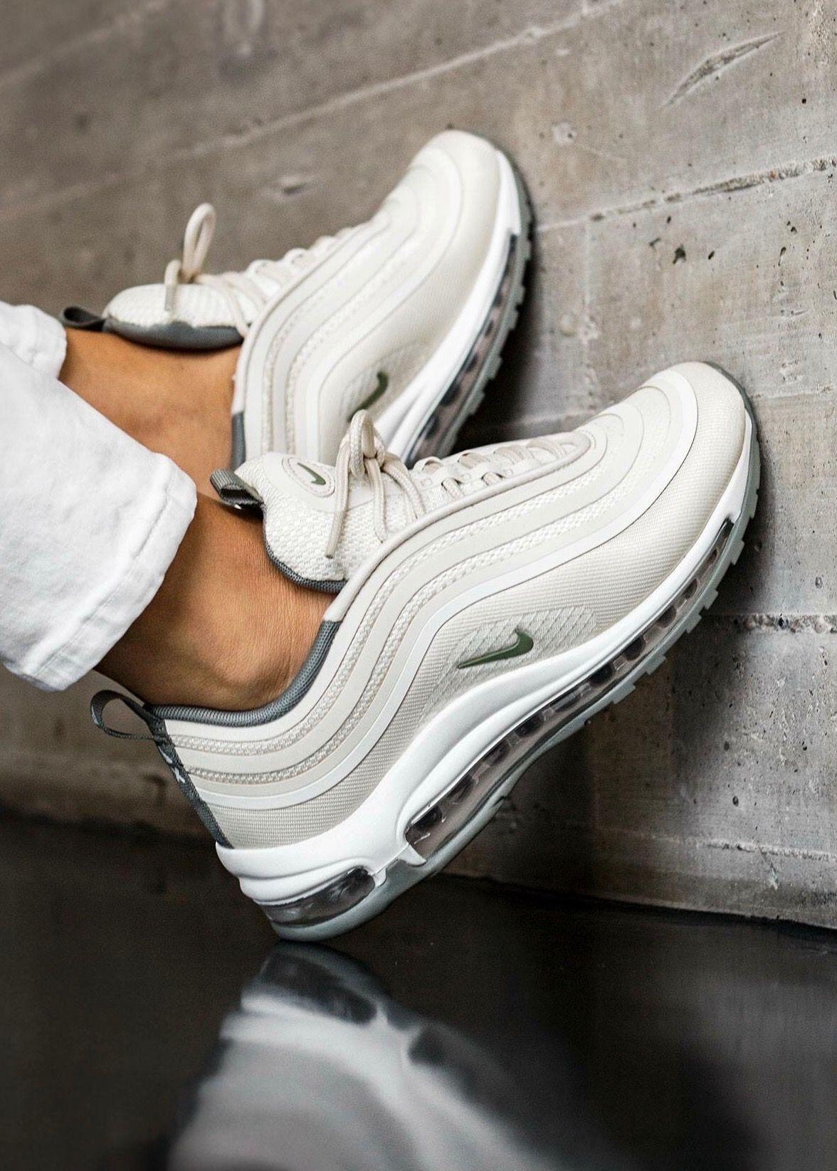 Nike sneakers twitter