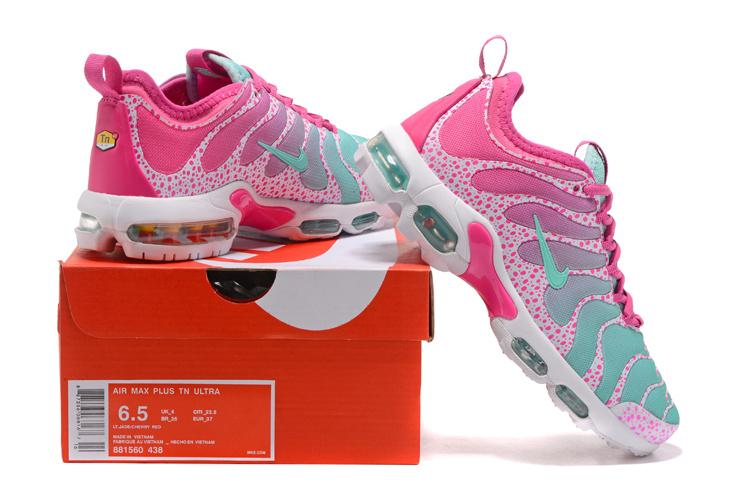 Nike sneakers light pink