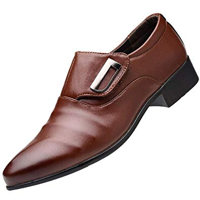 Chaussure avec costume gris clair